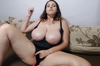 Big boobs juicy girl is having some fun