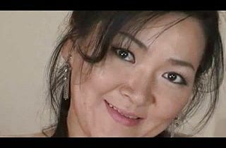 Mature Japanese hottie having sex